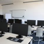 Arbeitsplatz im Computerraum